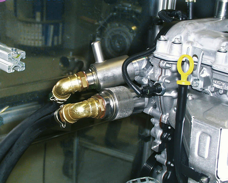 Leak testing of engine with quick coupling TW800